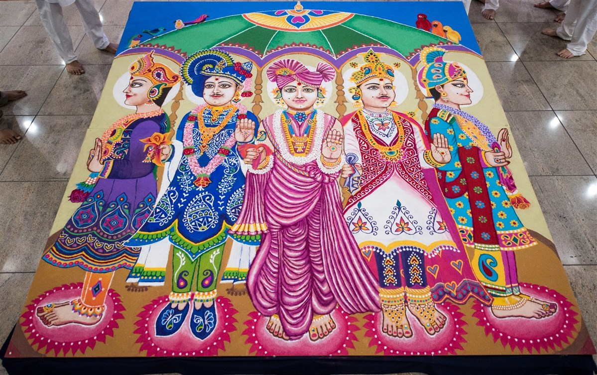 A mural depicting ​the ​historic 12-door hindolo where Bhagwan Swaminarayan gave darshan from each opening
