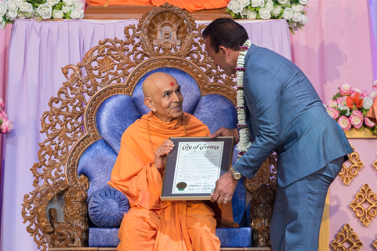 Swamishri receives a proclamation from the City of Cerritos Council Member, Naresh Solanki