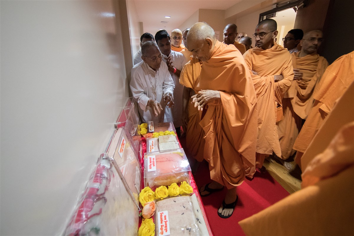 Swamishri views prasadi items of Yogiji Maharaj