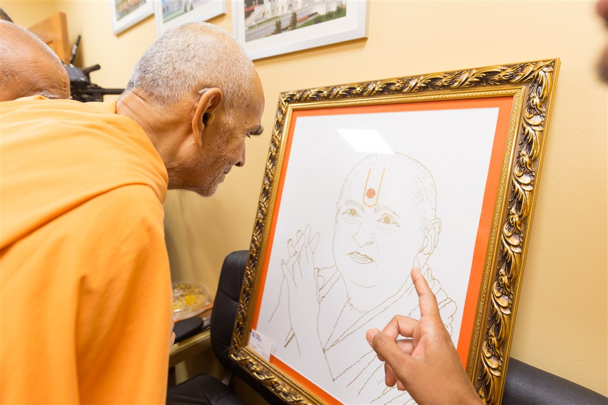 Swamishri appreciates the devotion of a devotee