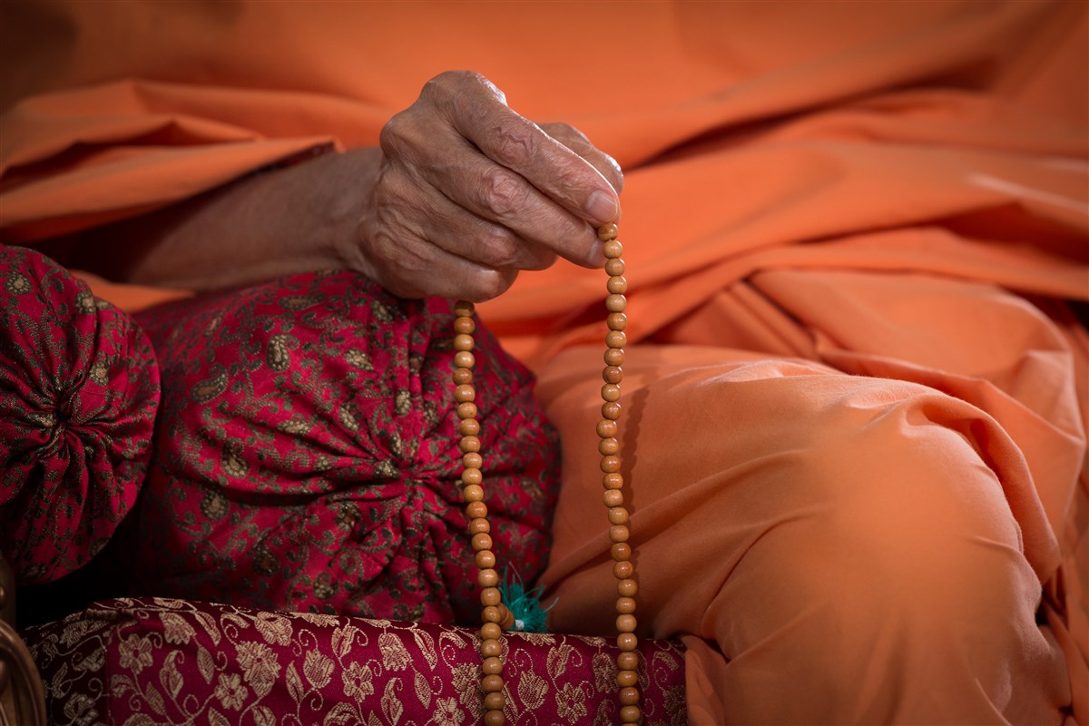 Swamishri performs mala