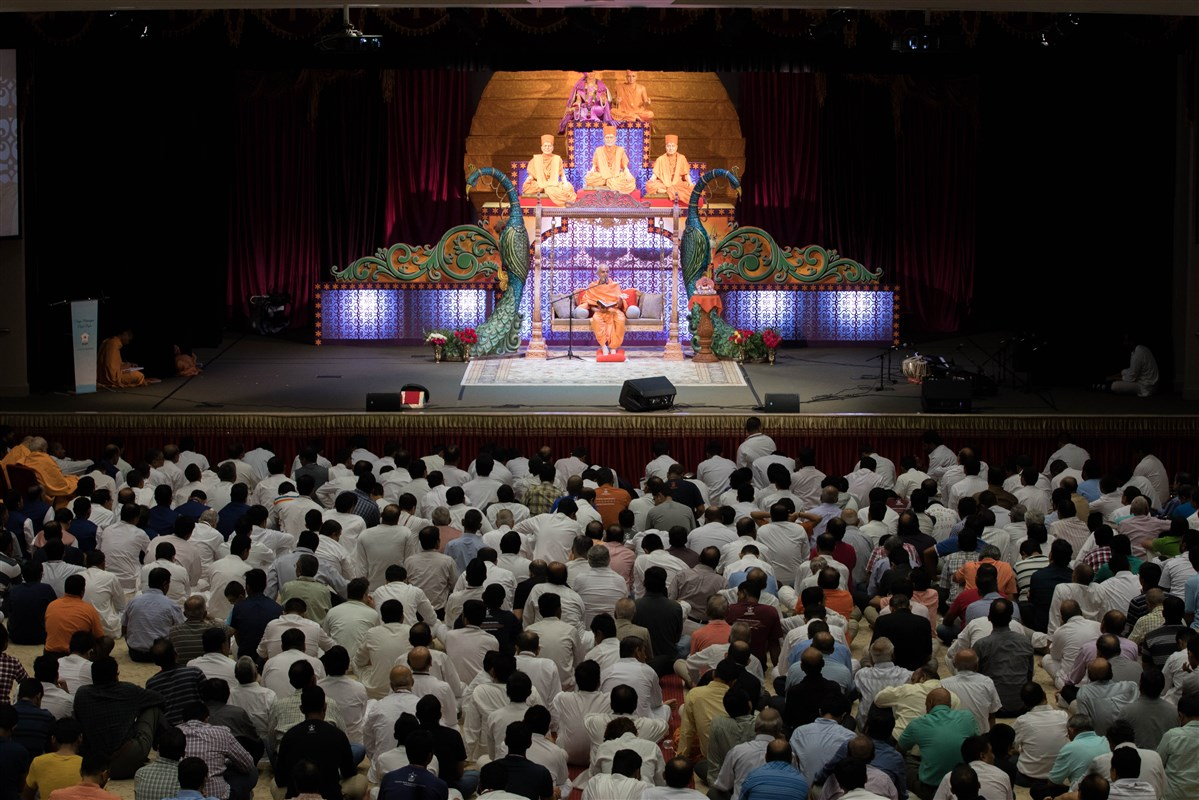 Devotees engaged in the assembly, 23 August 2017
