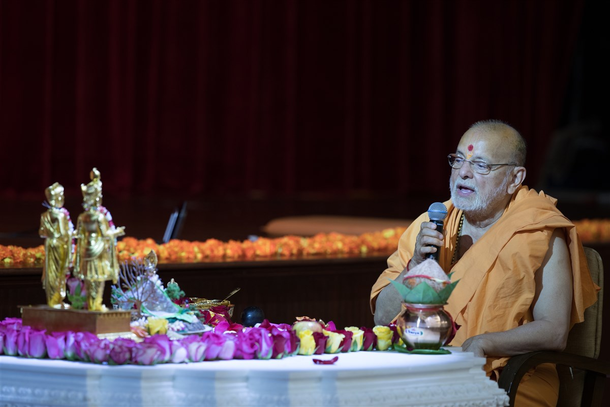 Pujya Ishwarcharandas Swami engaged in the rituals