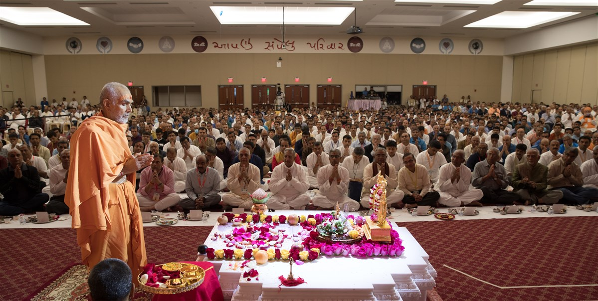 Swamishri engaged in the Swaminarayan Akshardham Mandapam Pujan
