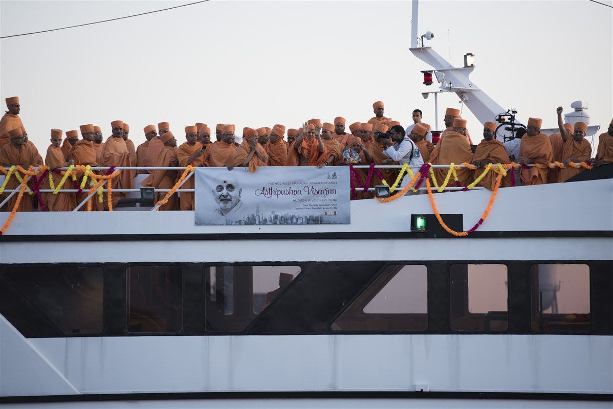 Swamishri blesses devotees from the boat