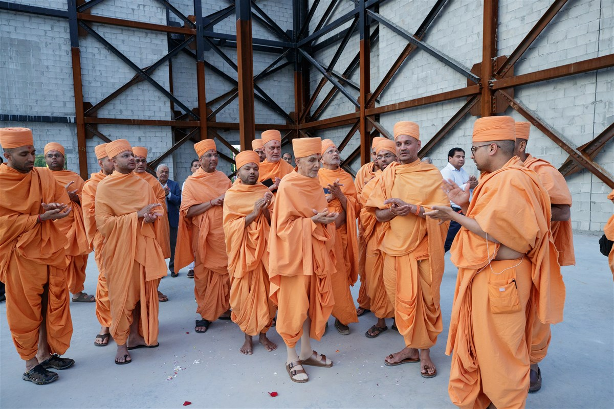 Swamishri and Swamis engaged in a prayer for the quick completion of the new Mandir construction