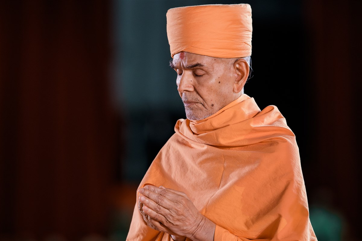 Swamishri engaged in a prayer for world peace