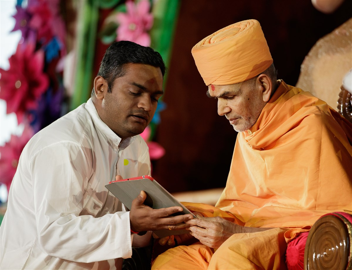 Swamishri inaugurates new ePublications