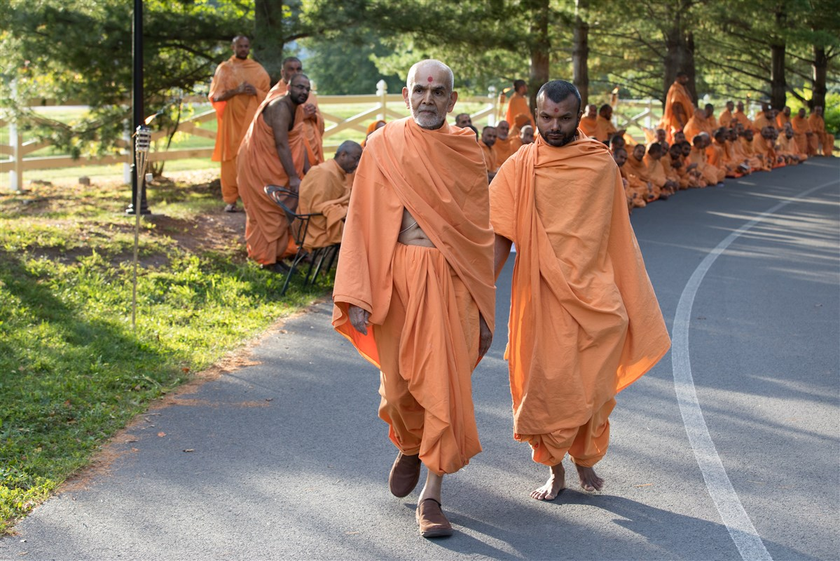 Swamishri engaged in his evening walk, 19 September 2017