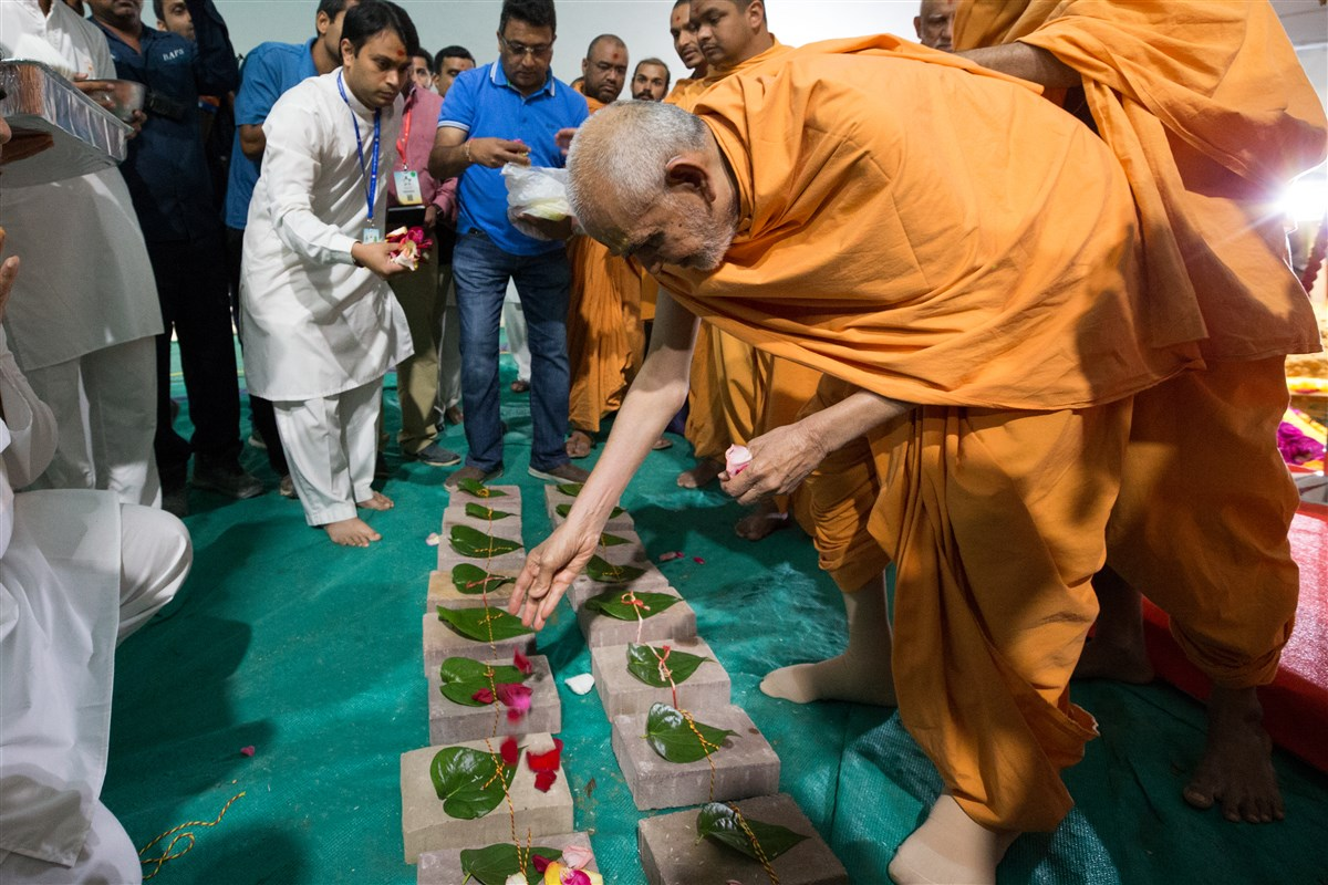 Swamishri engaged in the bhumi-pujan rituals of other phases of Swaminarayan Akshardham