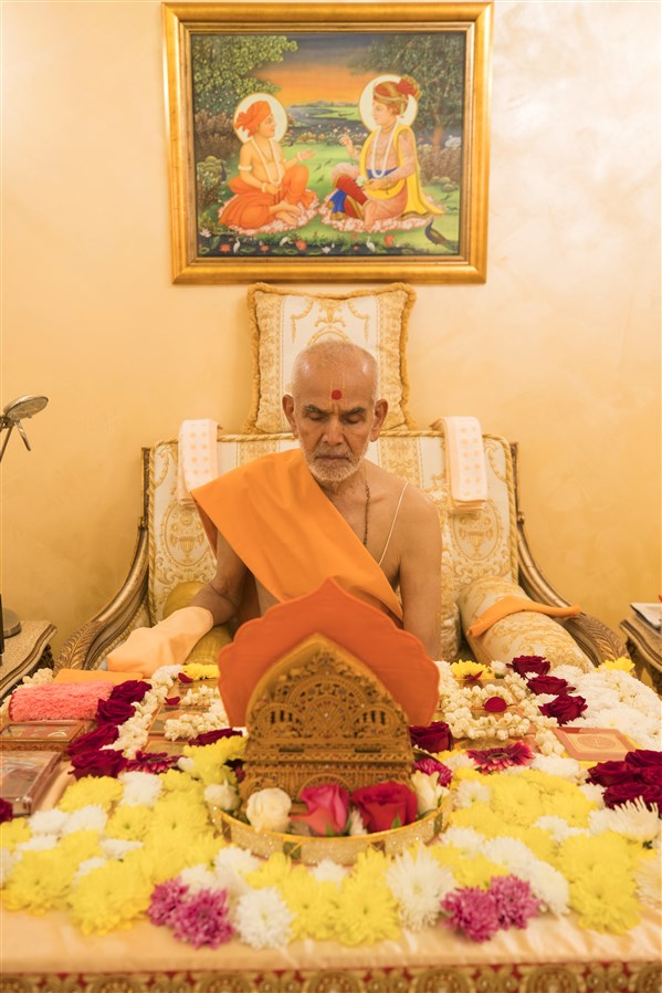 Swamishri performs his morning puja, the first during his month-long vicharan in the UK and Europe
