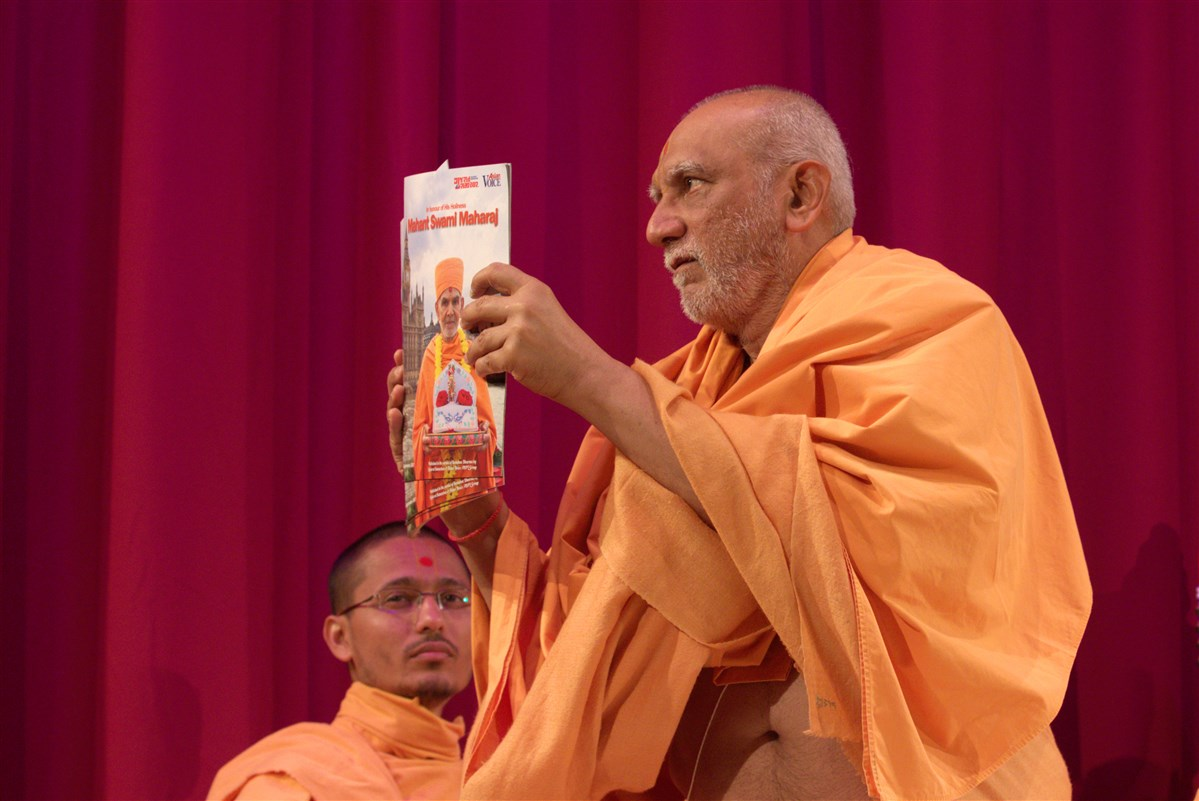 Atmaswarupdas Swami inaugurates a magazine supplement honouring Mahant Swami Maharaj's life and work and celebrating his arrival in the UK