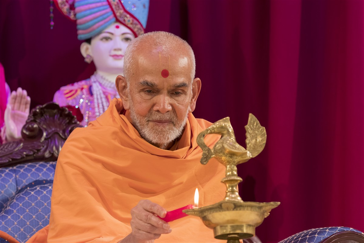 Swamishri lights the divo, commencing the observation of International Peace Day...