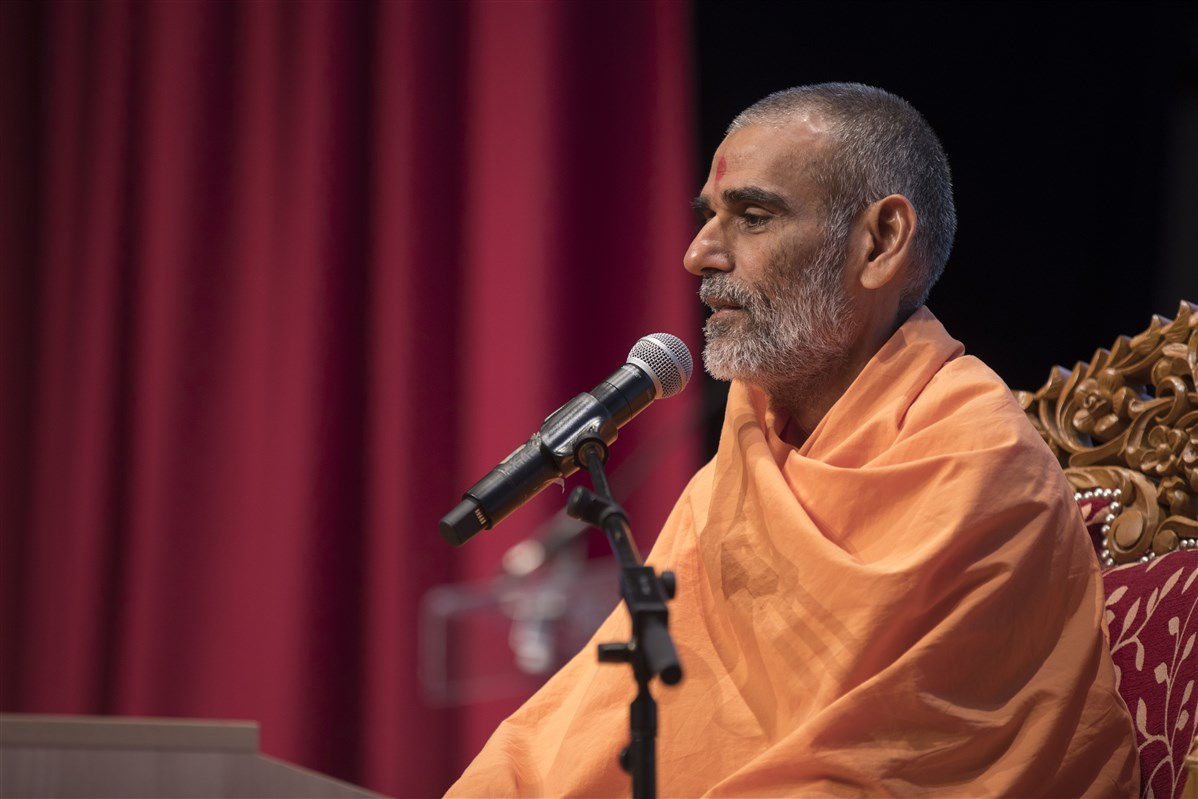 Anandswarupdas Swami elaborates upon Swamishri's teachings of 'daspanu' (serving humbly as a servant of servants)