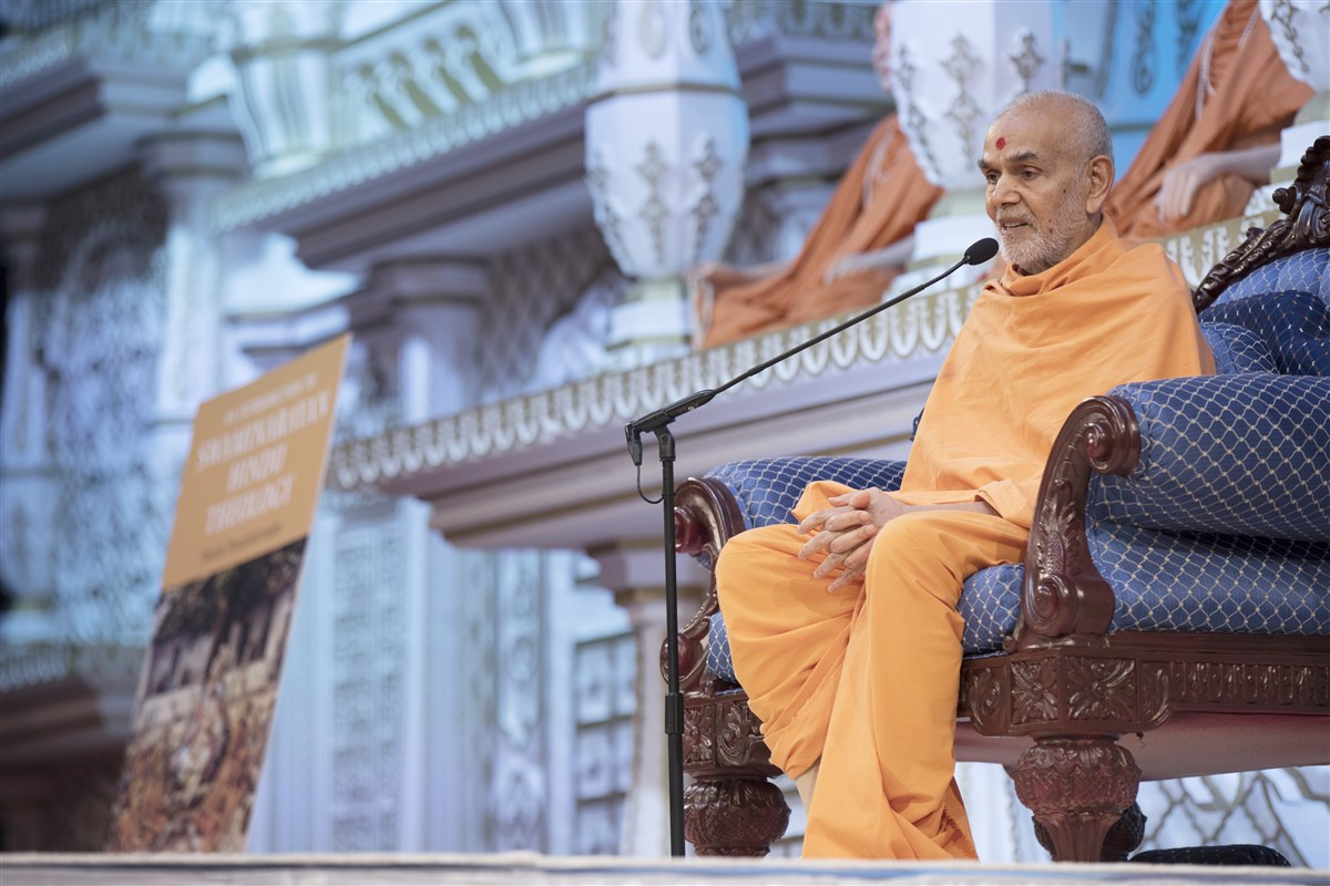 Swamishri addresses the assembly, urging everyone to delve deeper into Akshar-Purushottam Darshan
