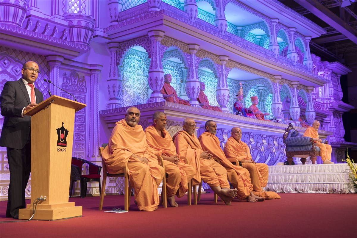 The evening assembly in Swamishri's presence was celebrated as 'Community Day', to thank BAPS's many supporters and well-wishers