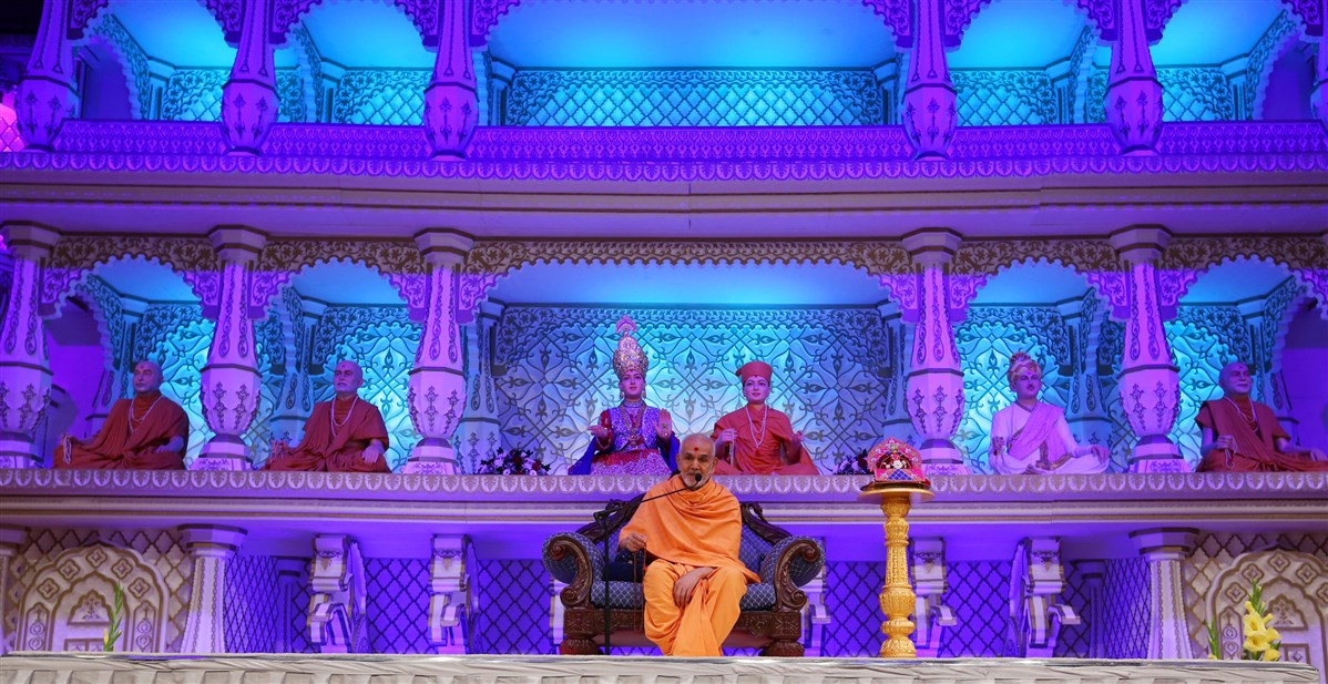Swamishri urged everyone to work for the 'community' in the true sense - for the common good, with unity