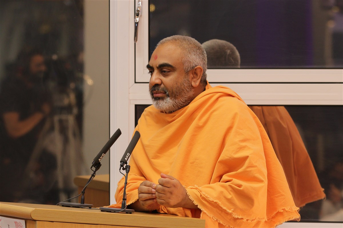 Yogvivekdas Swami appreciated the efforts of the local devotees