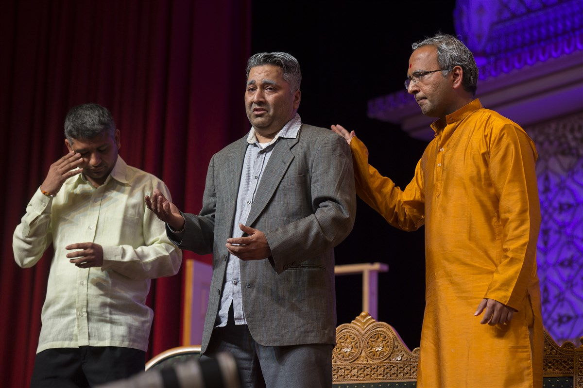 The evening assembly featured a hard-hitting, insightful drama revealing the value of a mandir