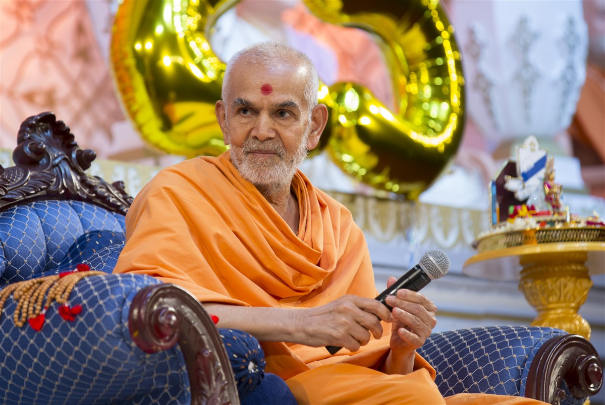 Swamishri listened attentively to all the presentations