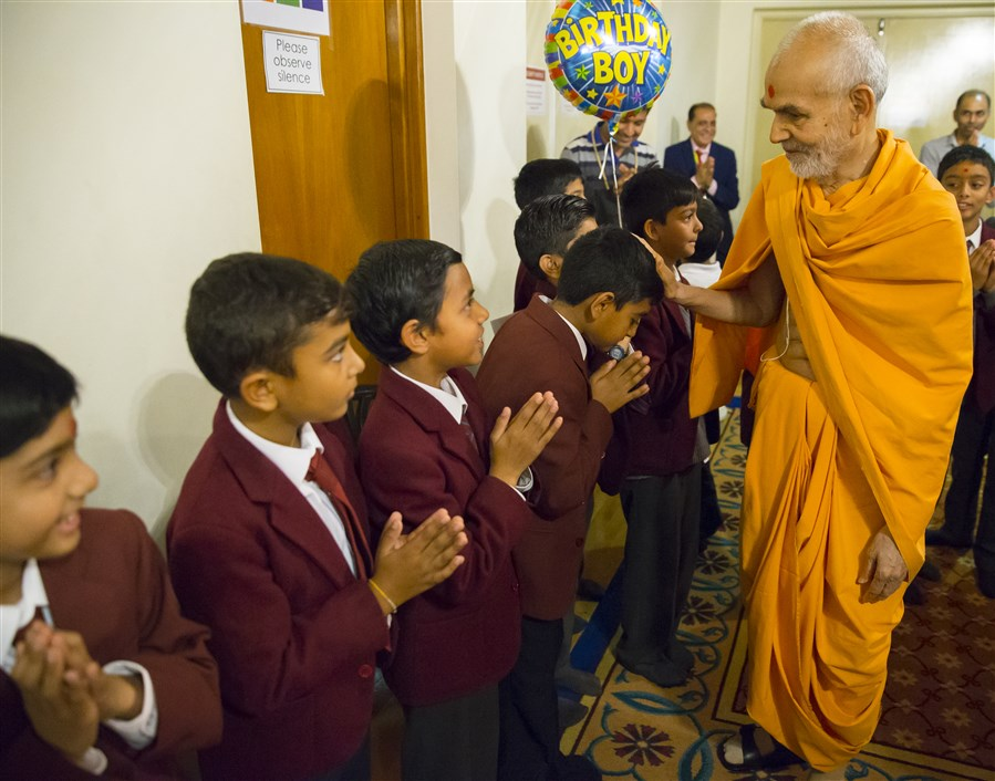 Swamishri blessed the pupils in the morning
