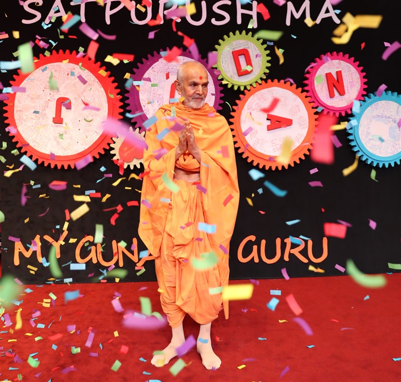 Swamishri is greeted with a celebratory shower of confetti