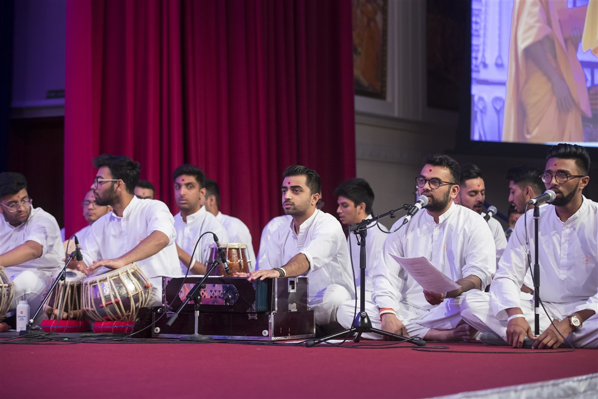 Throughout the puja, kishores presented traditional bhajans and verse from the paramhansas...