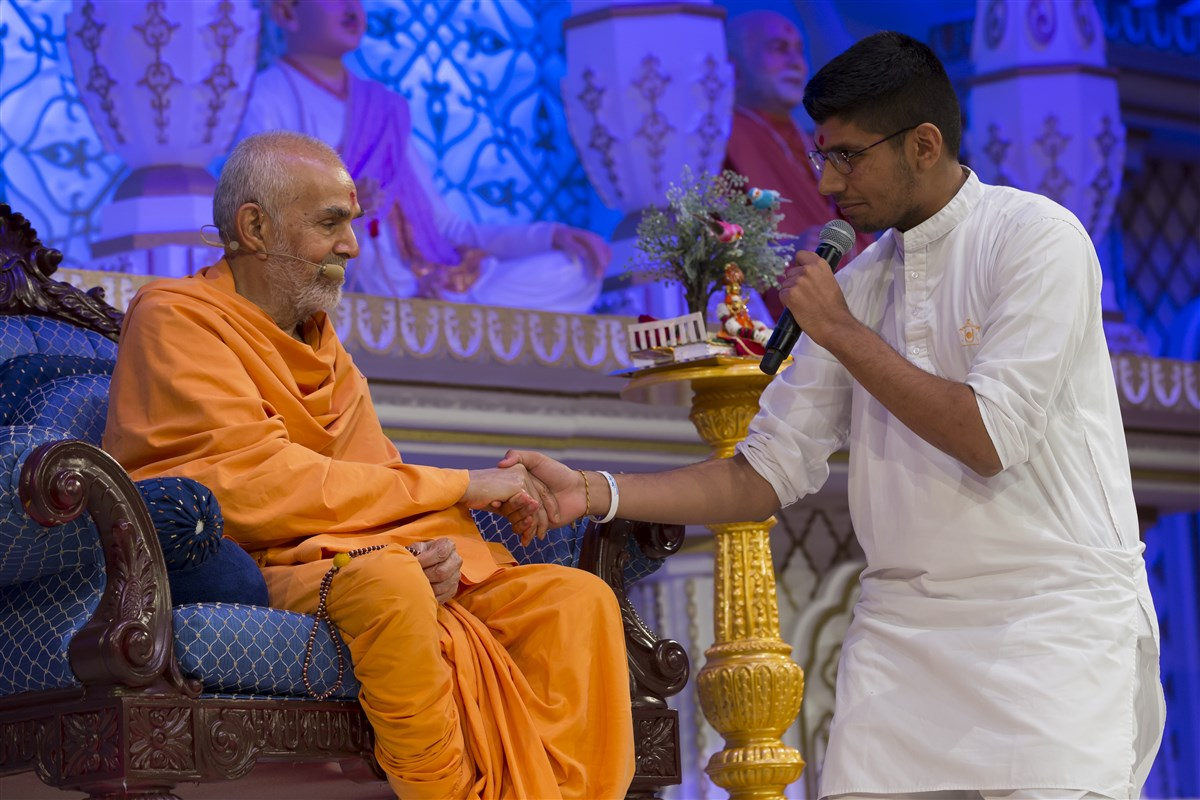 A kishore affirms his conviction that Pramukh Swami Maharaj continues to shower his love, blessings and wisdom through Mahant Swami Maharaj
