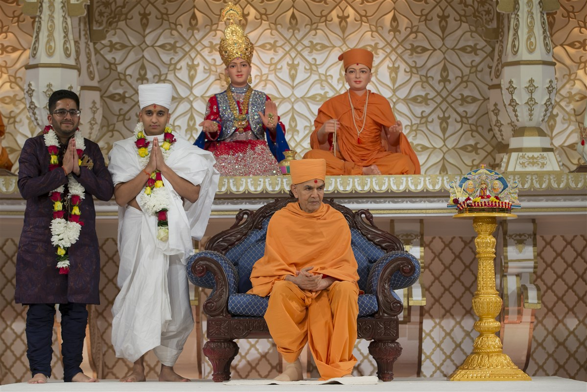 Swamishri with newly ordained Punam Bhagat and his purvashram brother