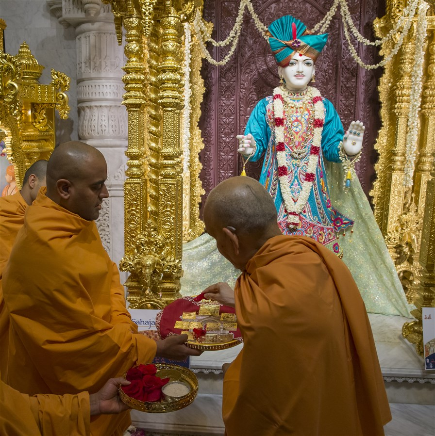 Swamishri blesses the yantra for Sunday's new mandir opening in East London
