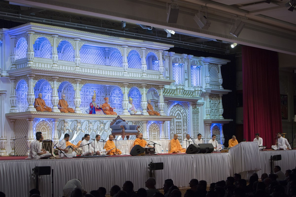 The evening assembly is celebrated as 'Pramukh Swami Maharaj Smruti Din'