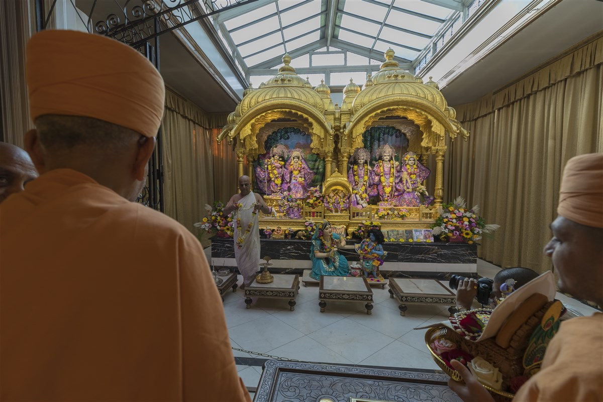 Swamishri engaged in the darshan of Shri Radha-Krishna, Shri Gaura-Nitai, and Shri Sita-Rama, Lakshmana and Hanuman