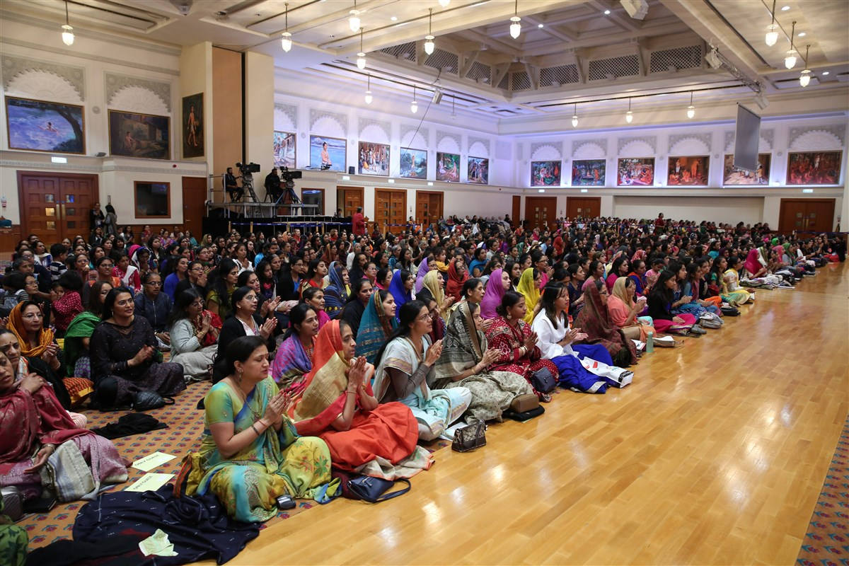 Devotees engage in the arti