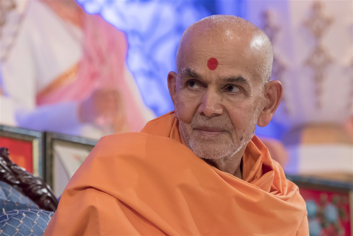 Swamishri listens attentively after his puja