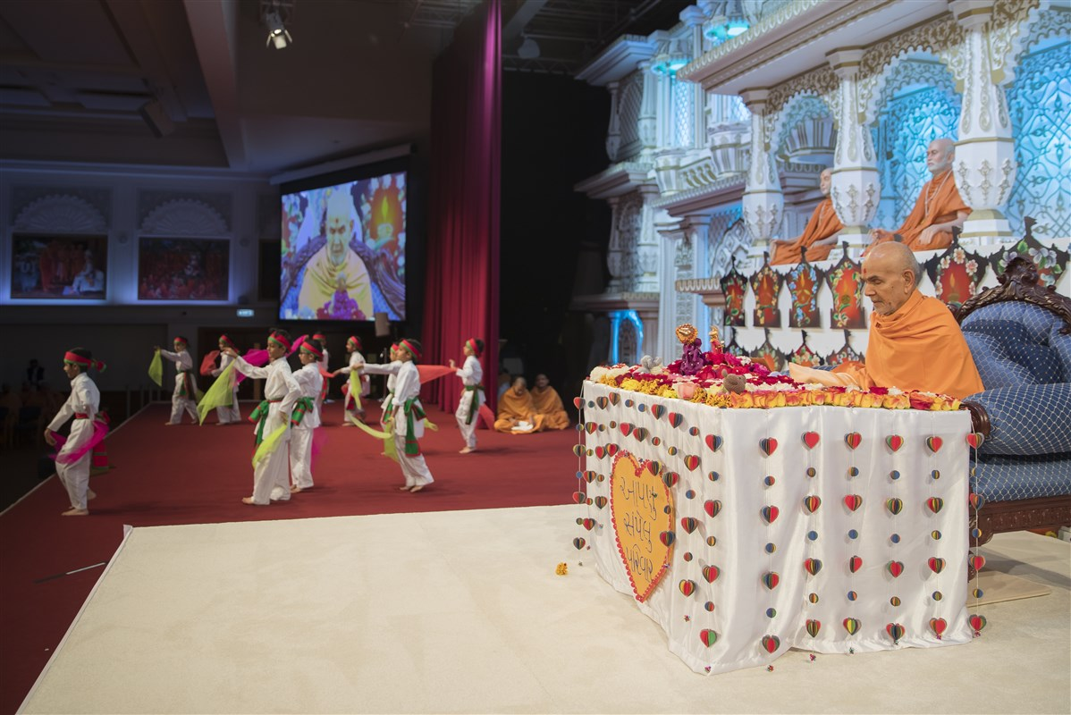 Pupils from The Swaminarayan School perform a dance during Swamishri's puja