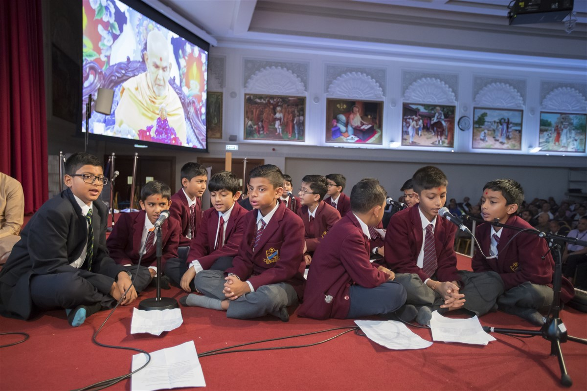 Pupils of The Swaminarayan School sing in Swamishri's puja