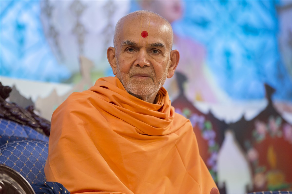 Swamishri listens attentively to the presentations