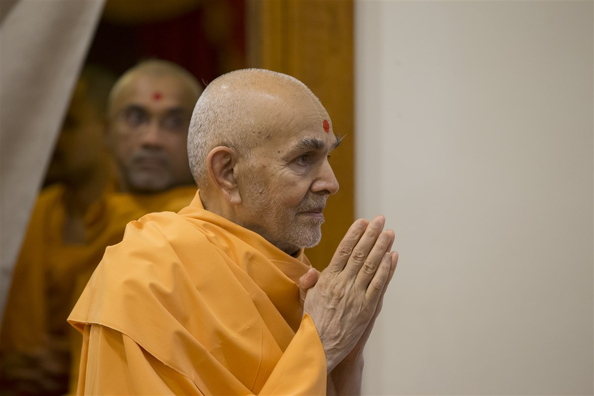 Param Pujya Mahant Swami Maharaj greets devotees with folded hands upon first darshan in the morning