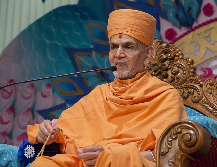 Swamishri explains that by observing niyams and with complete nishtha (conviction of God's form), one will always experience the blissful presence of God