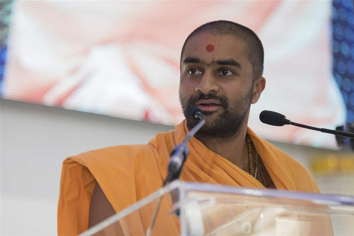 Paramsevadas Swami introduces devotees from various European countries