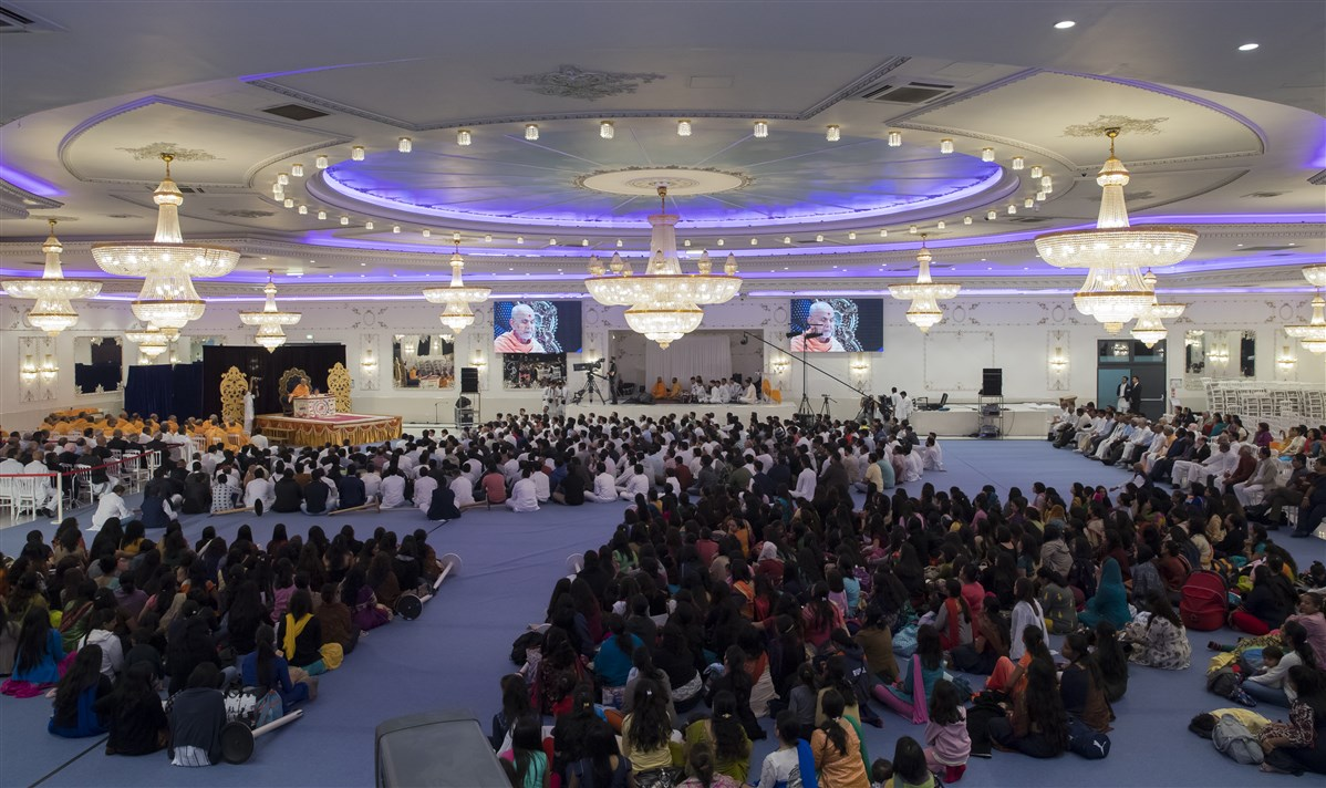Swamishri's puja is held at the 'Espace Venise' hall in Sarcelles, a nothern suburb of Paris