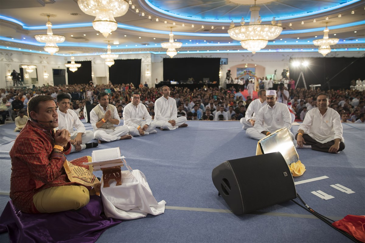 Devotees chronicle the seven visits of Pramukh Swami Maharaj to Paris