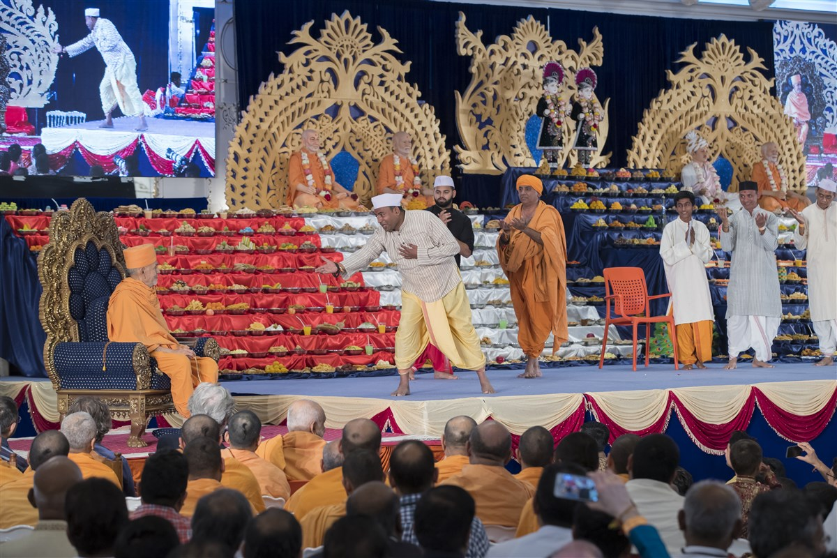 Devotees present a Diwali-themed skit before Swamishri