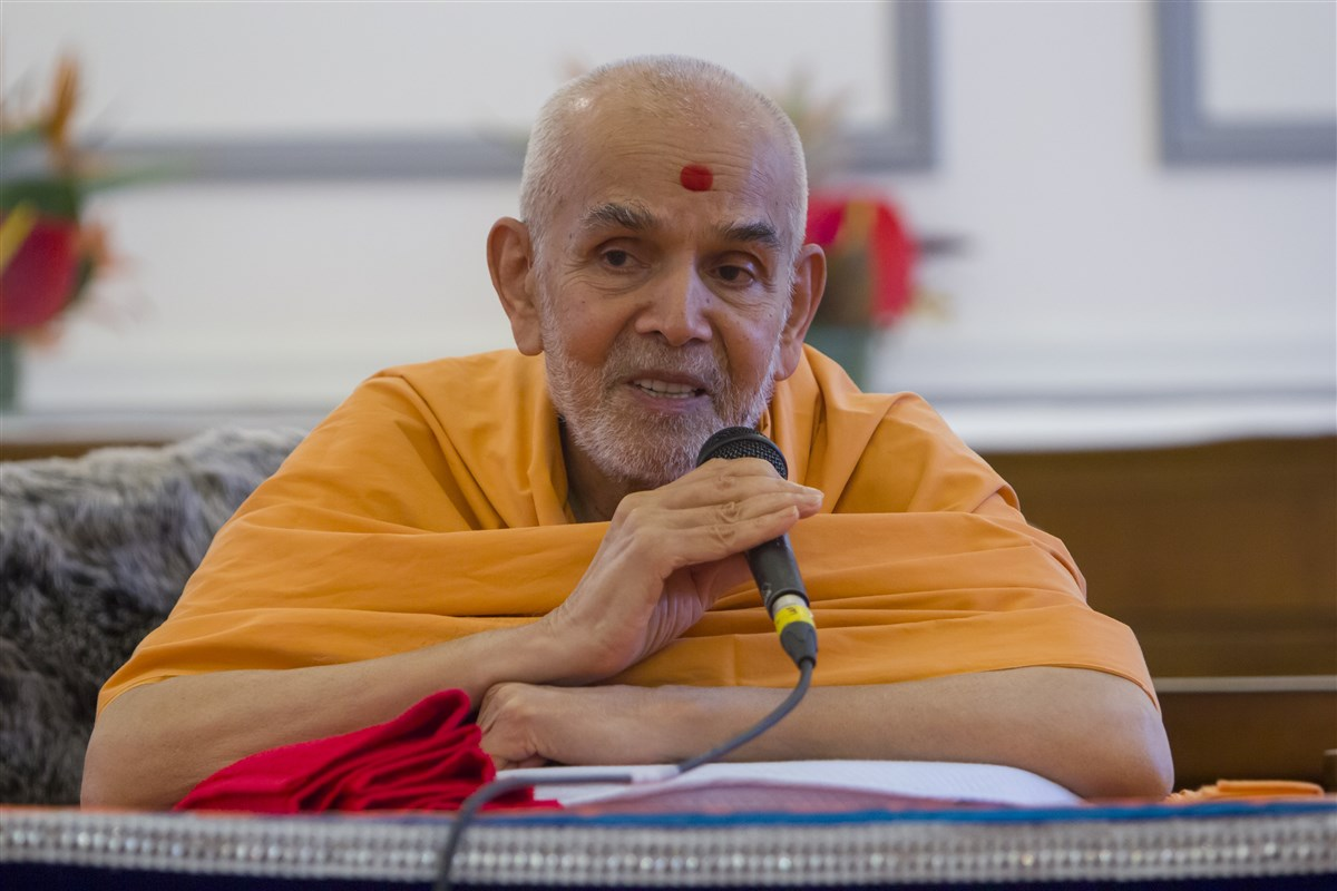 Swamishri commends the volunteers for their adherence to Satsang beliefs and practices, often amid very challenging circumstances