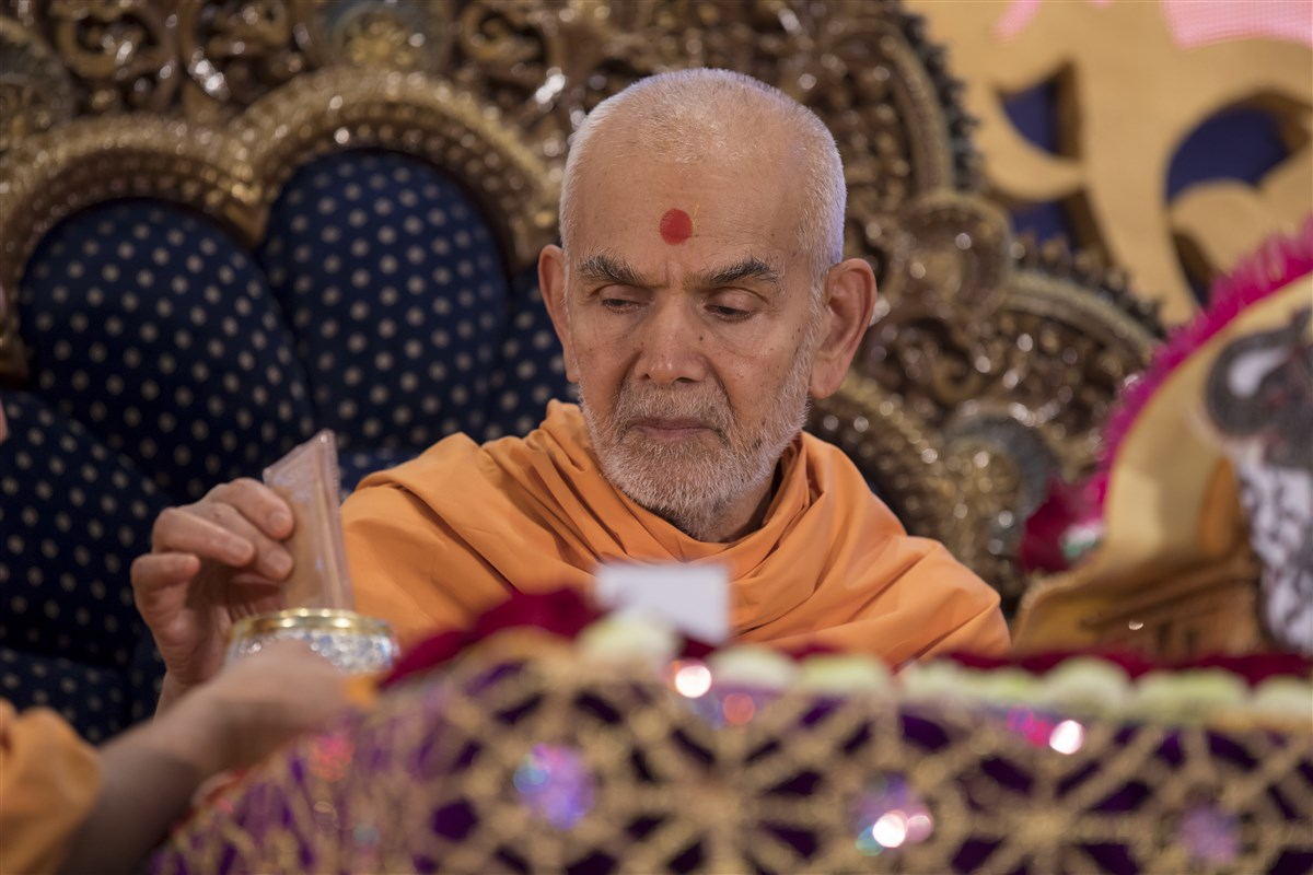 ... with the holy relics of Bhagwan Swaminarayan and the Guru Parampara