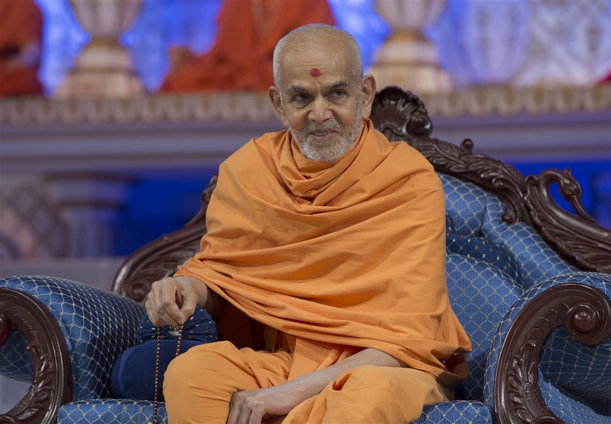 Swamishri watches the skit with interest