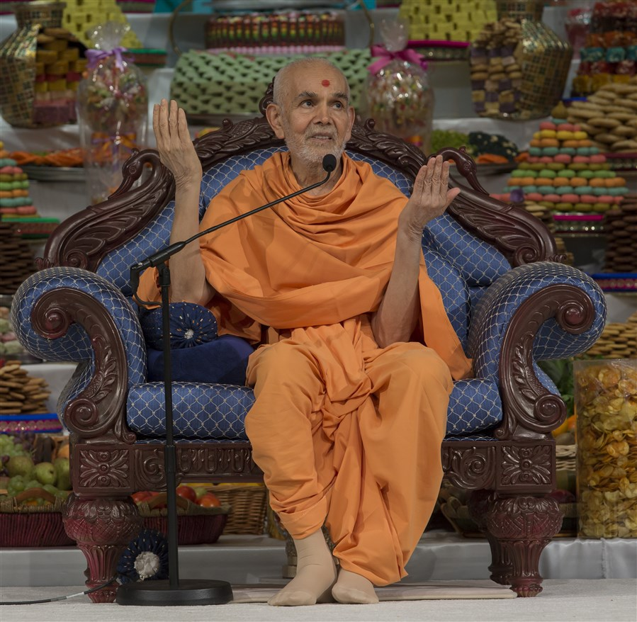 'We are eternally indebted to Maharaj [Bhagwan Swaminarayan] and the Gurus for gracing us with this divine Satsang.' - Mahant Swami Maharaj