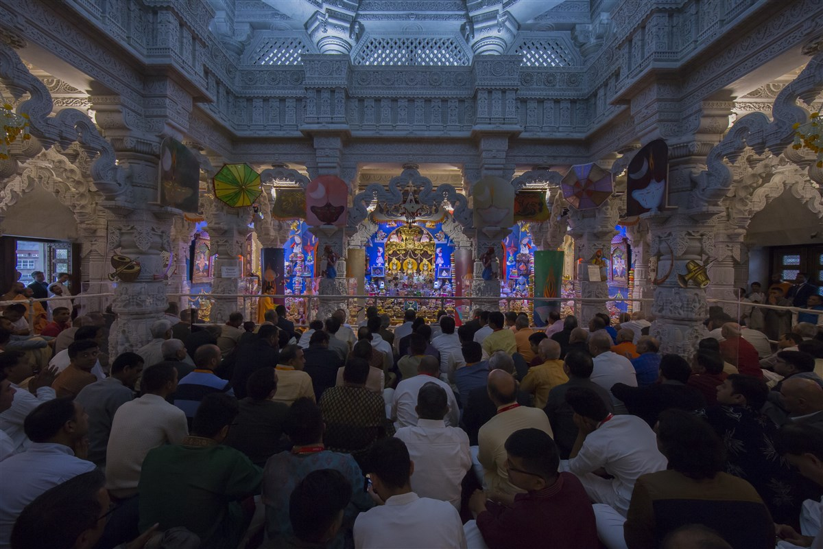 Devotees from all over the world participate in the annakut thal