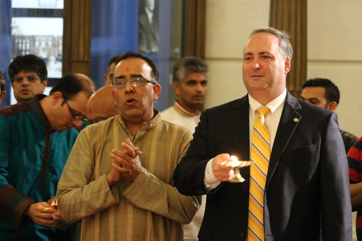 State Senator Chuck McIlhinney performs the arti during the Diwali Celebration at the Pennsylvania State Capitol