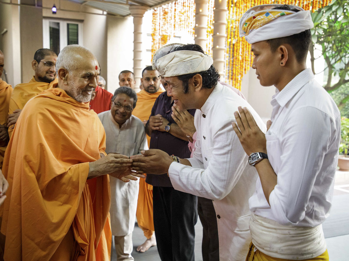 Swamishri blesses devotees from Bali